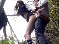 【JK青姦おまんこ動画】天然パイパンの女子校生を肉便器だと完全洗脳…野外でもセックス求める完璧なビッチww