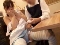 【コスプレおまんこ動画】喫茶店なのに高額報酬…甘い罠に釣られたバイト希望の女子大生と着衣セックスww