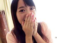 【女子大生おまんこ動画】パンティ素股で賞金ゲット!金に釣られた素人女子つるんっと挿入事故で生中出しww