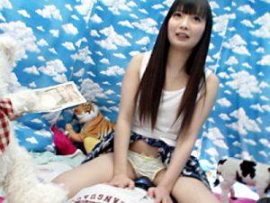 【近親相姦おまんこ動画】弟に跨るだけで5千円の謝礼で可愛い姉が弟に素股…更に謝礼を受け取りパンツも脱ぐ姉ww