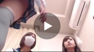 【ライブチャット動画】パイパンおまんこをギリギリまで見せてリスナーを煽る可愛い女の子たちww