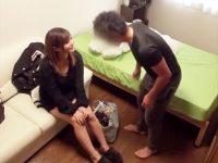 【デリヘルおまんこ動画】本番アリの裏風俗でバック挿入前にコンドーム外してセックスした客に嬢がマジギレww