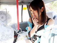【青姦おまんこ動画】トイレにティッシュがなくて拭けなかったとタクシー運転手にクパァで誘惑する変態女ww