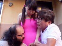 【ロリおまんこ動画】炊き出しを手伝う幼い女の子…味噌汁の品切れで悲しむホームレスにフェラサービスww