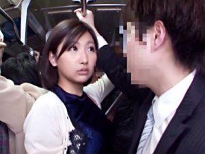 【人妻フェラチオ動画】満員バスで若嫁のワガママに激怒した夫がバスを下車…腹いせに知らないオッサンを即尺ww