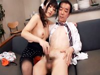 【手コキ動画】部下の嫁の誘惑に耐えれない部長…夫が席を外した瞬間に黒パンスト破ってまんすじ強調ww