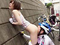 【鈴村あいりおまんこ動画】自転車部に所属する女子大生が朝練中に憧れの先輩と青姦セックスww