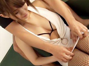 【巨乳おまんこ動画】私生活で隠しきれないデカ乳の21才女性…スケベ下着に網タイツを破られローションセックスww