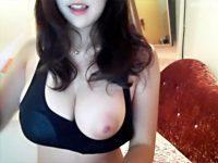 【ライブチャット動画】タンクトップからハミ乳する推定Gカップ以上の韓国女性のライブ配信が神乳過ぎたww