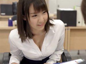 【OLおまんこ動画】巨乳胸チラで保険勧誘を迫るセールスレディーが自宅に来る時は着衣巨乳ww